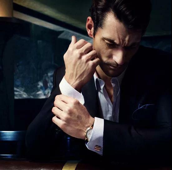 尚麟服饰酒店制服设计—袖扣的佩戴方法